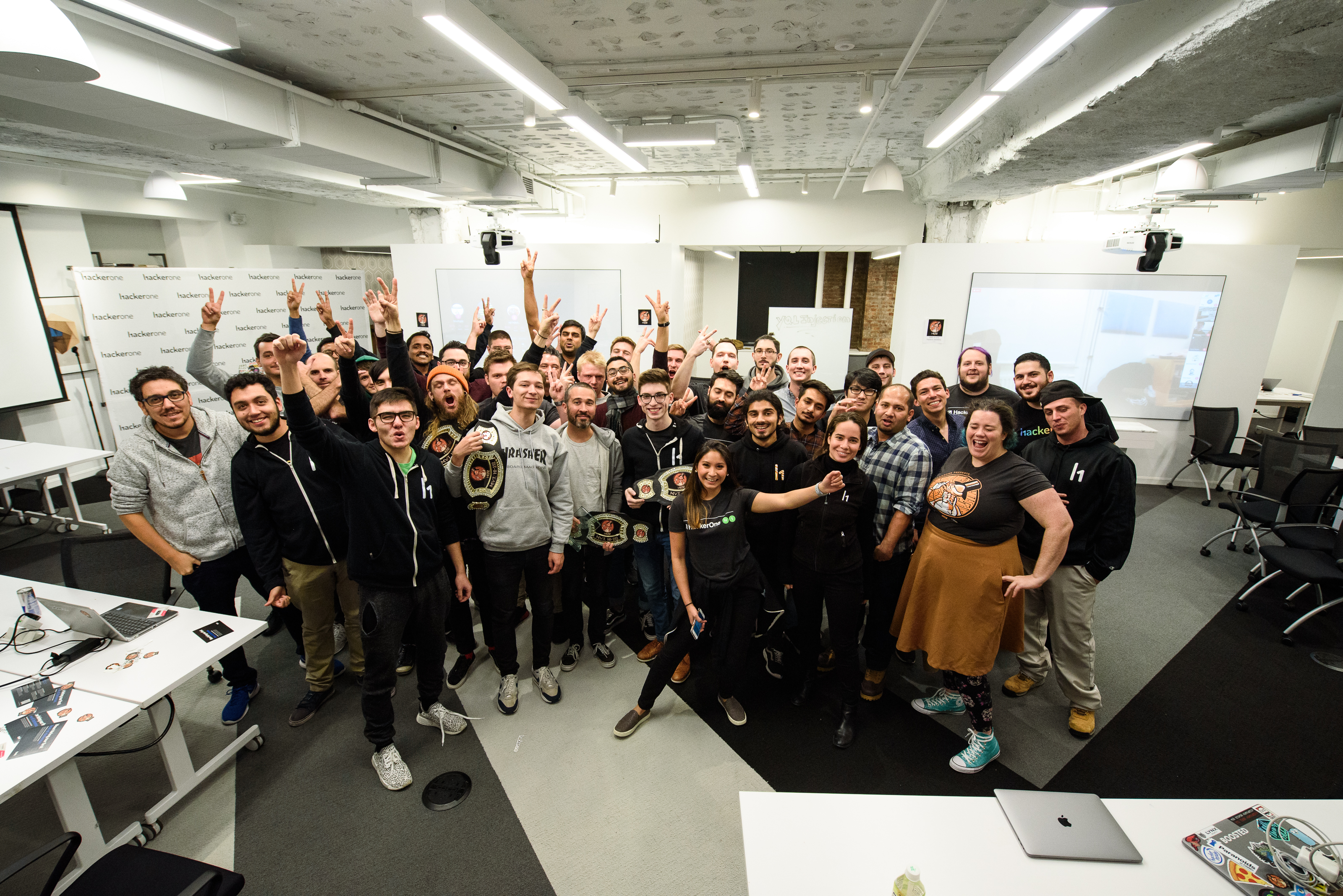 Hackers, Oath employees and HackerOne staff post at the end of h1-212 2018